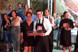 Antonio González Cardeno, de Cumbres Mayores, gana el XXI Concurso de Cortadores de Jamón de Monesterio