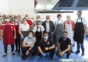 150 sanitarios del Área Llerena-Zafra cenarán hoy un menú elaborado por la Hostelería de Monesterio
