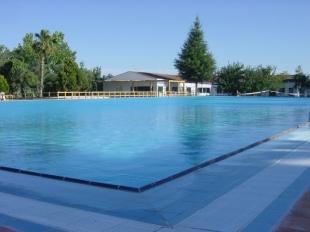 La piscina municipal de Higuera la Real no abrirá este verano