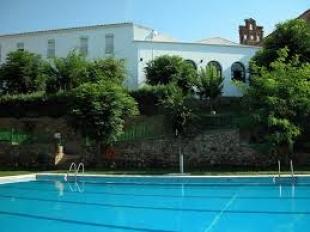 Mañana comienzan las reservas de bonos en Calera de León para la temporada de baño en la piscina municipal