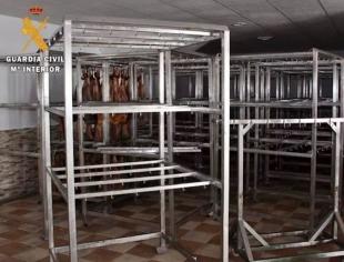 Investigan a los dueños de una empresa de Fuentes de León por simular un robo de jamones