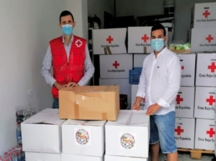 La comunidad musulmana de Monesterio entrega kits de comida a familias necesitadas