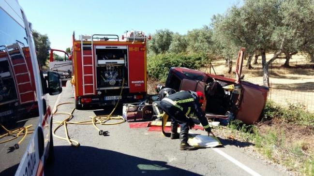 Accidente carretera Fuentes-Segura en la mañana del viernes