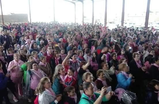 Fuente de Cantos se vuelve a vestir de rosa contra el cáncer