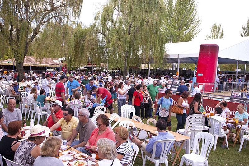 Monesterio reparte hoy más de 2000 bocadillos en el Día del Jamón
