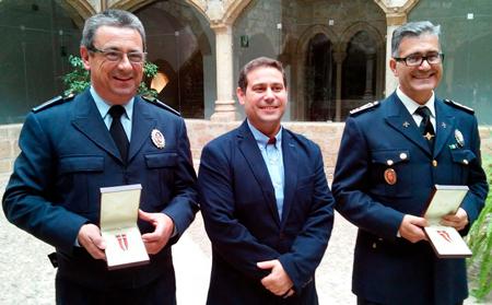 Distinción a la permanencia en el servicio a dos Policías de Fregenal