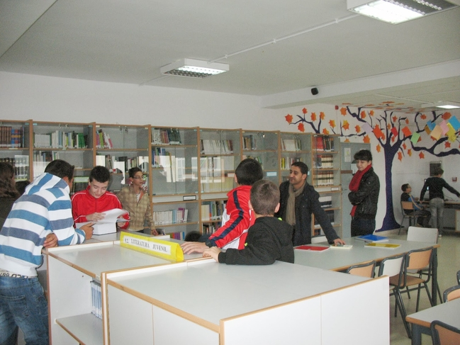La Junta concede 8.439 euros para mejoras de bibliotecas de colegios e institutos en la comarca de Tentudía