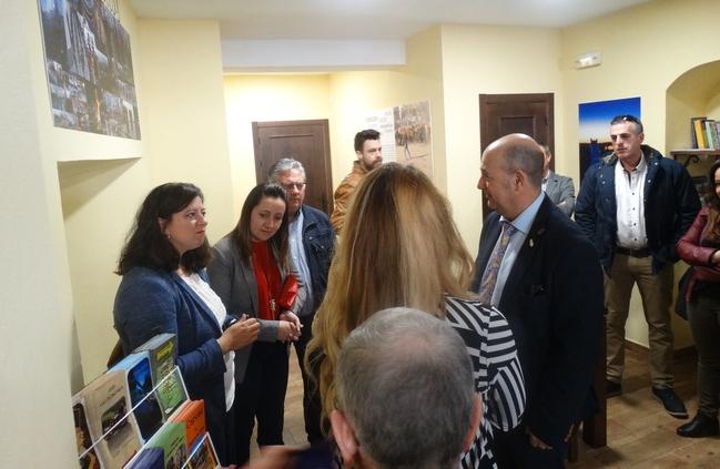 Inaugurada la Oficina Municipal de Turismo en Segura de León (fotogalería)