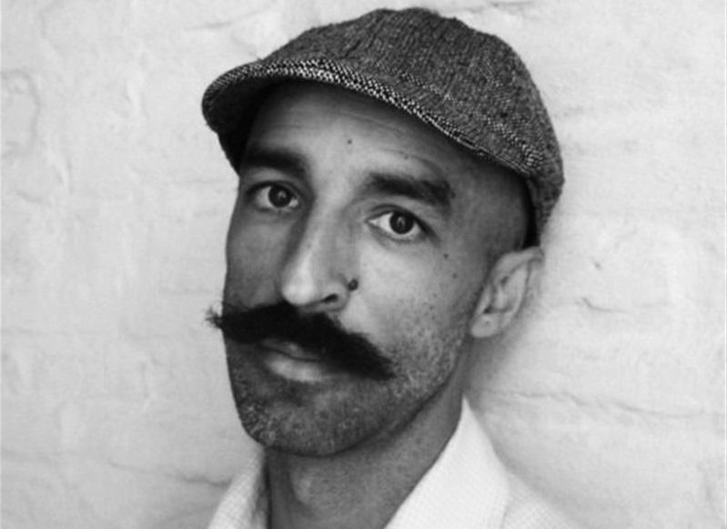 El célebre escritor extremeño Jesús Carrasco ofrecerá una videoconferencia en el IES Alba Plata de Fuente de Cantos