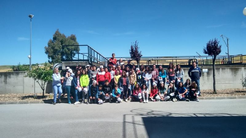 Estudiantes  del I.E.S de Fuente de Cantos aprenden como no contaminar el medio ambiente.