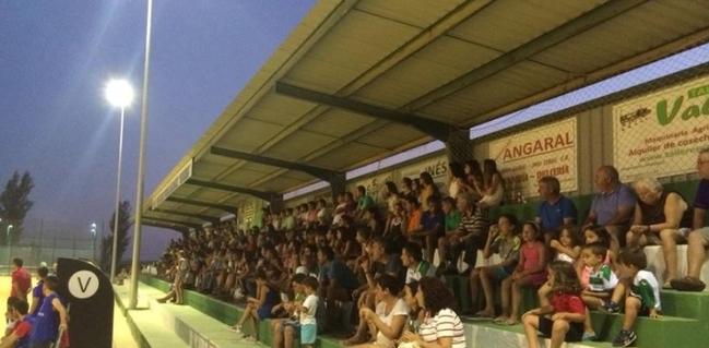 La U.D. Bienvenida pide asientos al Betis para el campo de fútbol