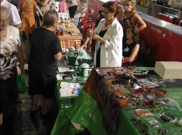 Mercado artesanal nocturno en Segura de León