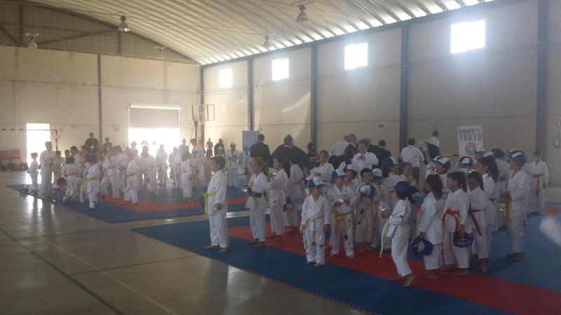 Un centenar de niños compitieron en el Campeonato Extremeño de Kárate en Segura de León