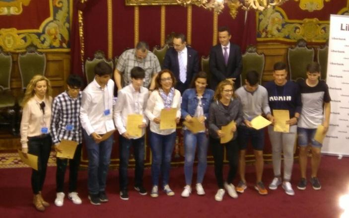 Alumnos del I.E.S. Alba Plata de Fuente de Cantos, consiguen la mención especial en el concurso 'Incubadora de Sondeos y Experimentos'