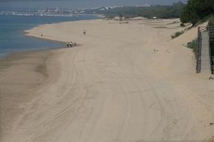 Fregenal de la Sierra, junto con otras poblaciones, se beneficiará de un nuevo servicio de buses para viajar a las playas de Huelva