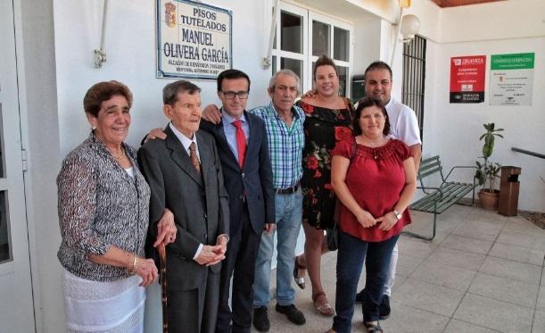 Manuel Olivera, alcalde de Bienvenida, recibió el homenaje de sus vecinos