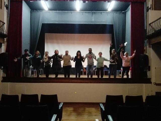 Veinte personas participan en Fuentes de León en el taller de formación `Vive el Teatro´