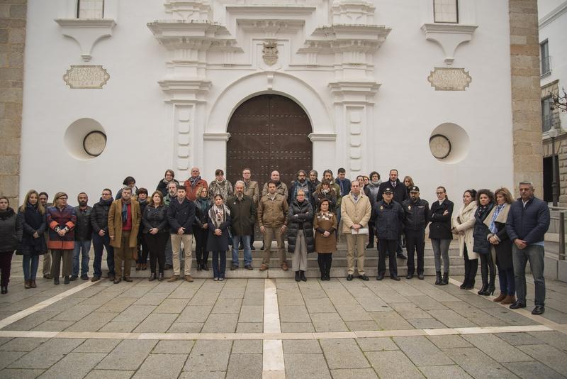 La Asamblea de Extremadura guarda un minuto de silencio por Manuela Chavero, Benito Calvo y Francisca Cárdenas
