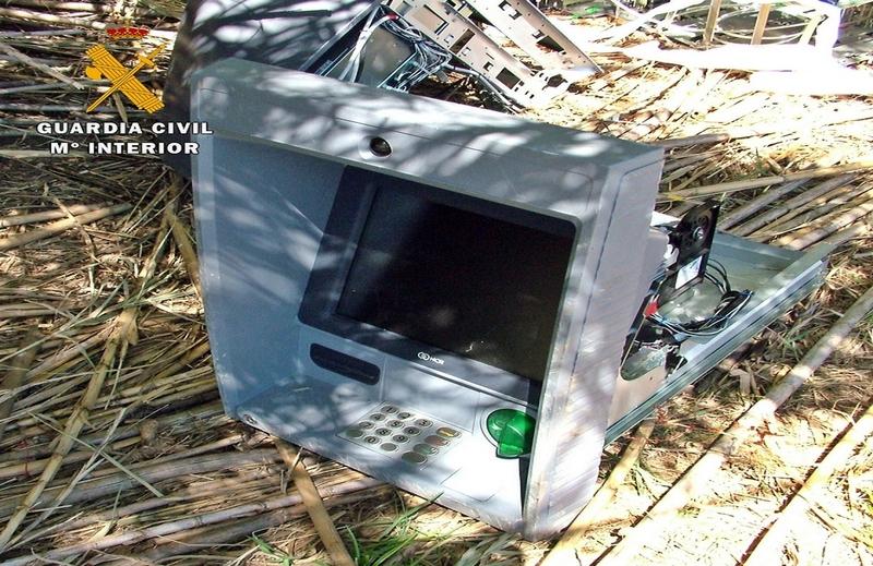 Dos detenidos por el robo de cajeros automáticos de Fuente de Cantos, Guareña y Los Santos de Maimona