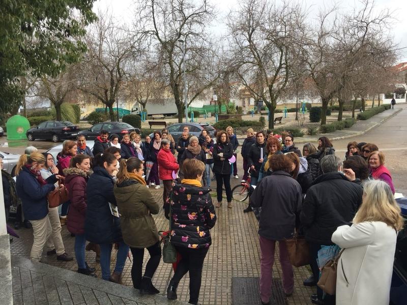 60 personas se unen al paro parcial convocado por la Oficina de Igualdad y Violencia de Genero de la Mancomunidad de Tentudía