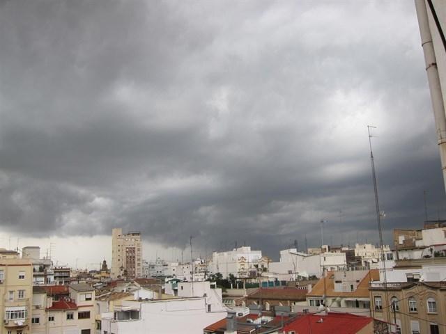 La Aemet anuncia alerta amarilla por lluvia y tormentas en el sur de Extremadura esta tarde