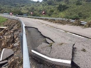 Cortada la carretera de Pallares a Santa María de Navas por los daños de la lluvia
