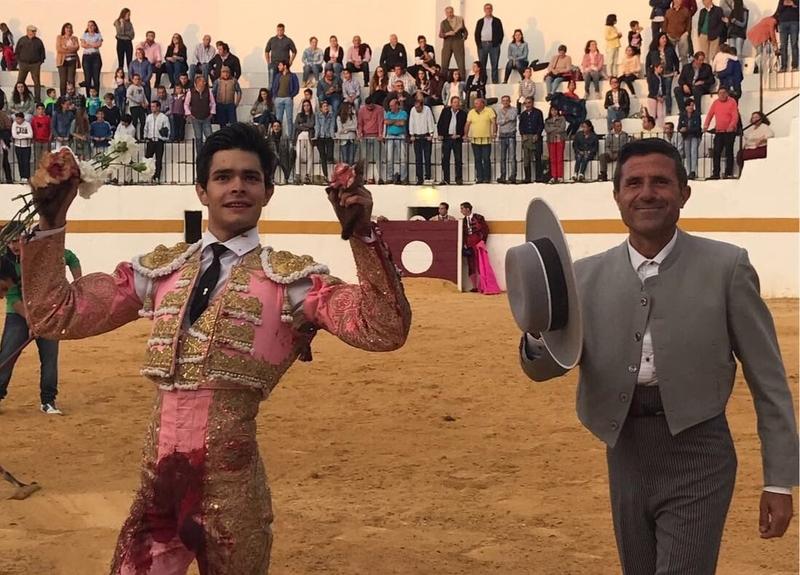 Siete orejas y un indulto ayer en Fuentes de León
