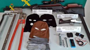 La Guardia Civil desarticula una banda especializada que había cometido robos en Fuente de Cantos entre otras localidades