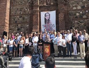 Cientos de personas acompañan a la familia de Manuela Chavero dos años después de su desaparición