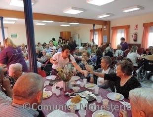 Los mayores de Monesterio reciben un `Desayuno Saludable´ con charlas sobre seguridad, prevención y automedicación