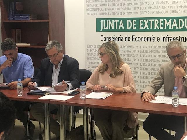 La Junta recibe cuatro proyectos empresariales a través del Plan de Regeneración Económica de la zona de Aguablanca