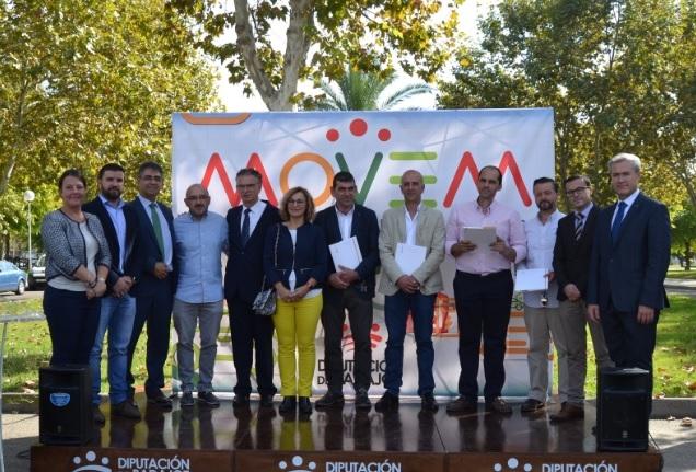 Fuentes de León recibe su vehículo eléctrico del Plan MOVEM en la inauguración de FEVAL MOTOR