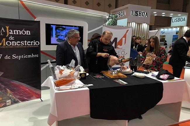 Monesterio presentó en INTUR su producto estrella: el jamón