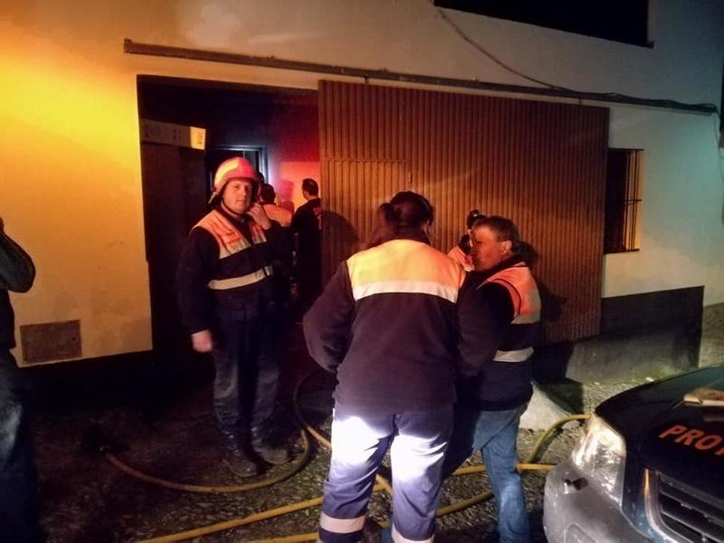 Una joven de 24 años atendida en Fuentes de León por inhalación de humo en un incendio de una vivienda