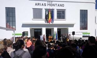Esther Gutiérrez visitó el CEIP Arias Montano con motivo de la celebración del Día Escolar de Extremadura