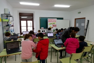 La Casa de la Cultura de Monesterio acogió ayer un Taller de Robótica Educativa