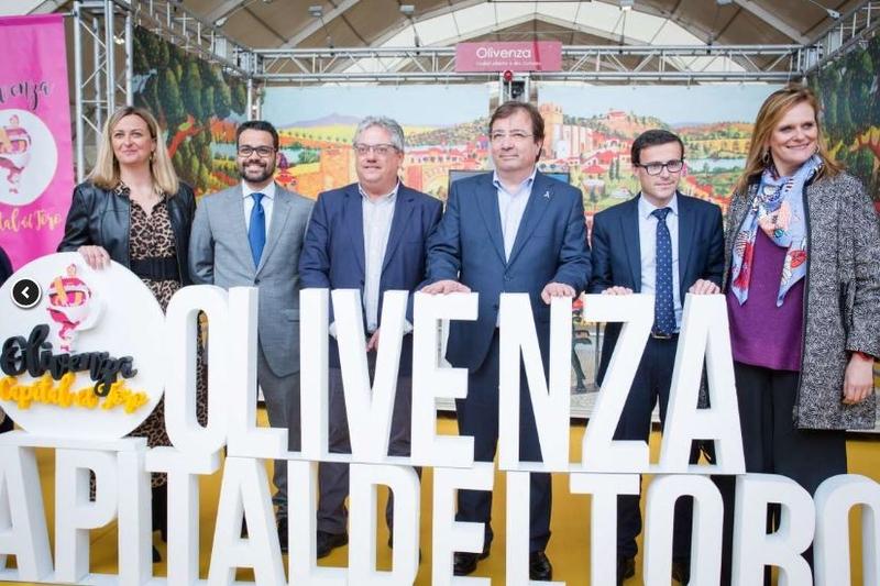 Fernández Vara destaca las Capeas de Segura de León en la inauguración de la Feria del Toro de Olivenza