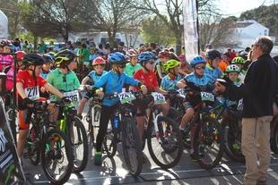 17 alumnos de la Escuela Ciclista Comarcal `Puerto Lobo Tentudía´ disfrutaron de la segunda prueba JUDEX en Jerez