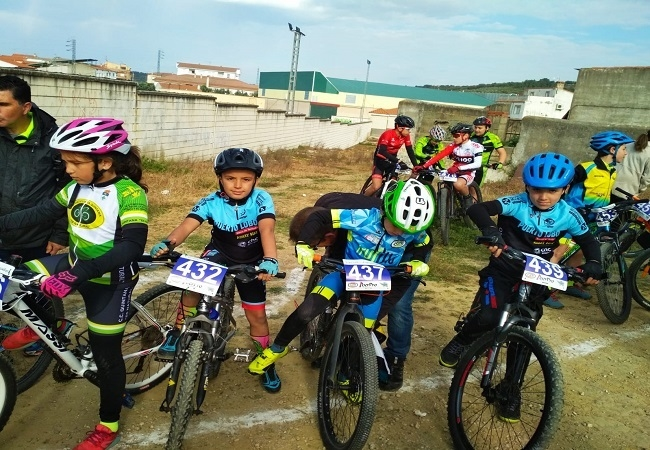 Los alumnos de la `Escuela Ciclista Comarcal Puerto Lobo Sierra de Tentudía´ están imparables