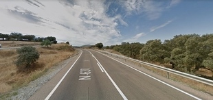 Herida una mujer tras salirse de la vía su vehículo y caer por un barranco en Monesterio