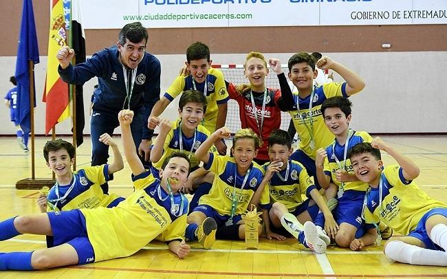 El CEIP `El Llano´ de Monesterio, se proclama campeón de Extremadura de Fútbol Sala en alevines