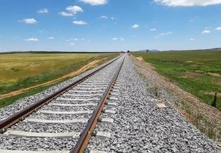 Adif avanza en la renovación de los 17 km de vía del trayecto Usagre/Bienvenida-Llerena