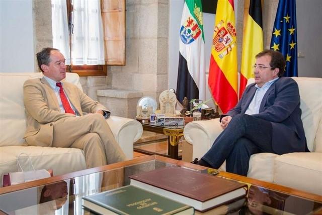 Higuera la Real recibe la visita del embajador de Bélgica en España