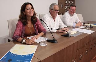 Cuadros de Eugenio Hermoso y vestidos de Agatha Ruíz de la Prada principales novedades de la Noche en Blanco en Fregenal