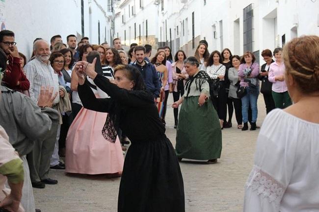 Segura de León se viste de gala para enamorar a todos con su cultura en la `IV Noche en Blanco´
