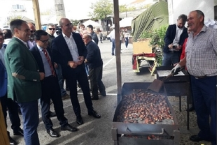 El Presidente de la Diputación destacó a la Feria de la Castaña de Cabeza la Vaca como un evento `pionero´ del mundo rural