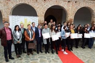 María Dolores Palacios Sabán, alumna del IES Alba Plata de Fuente de Cantos, recibe la beca que premia a la excelencia educativa