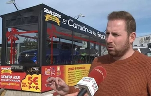 El supuesto ganador de `El camión de los regalos´ instalado cerca de Monesterio pierde la papeleta premiada