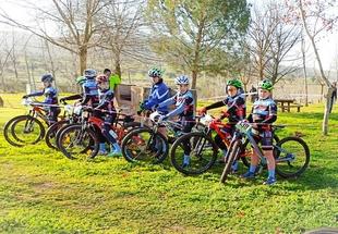 Gran jornada de los `lobeznos´ en la primera competición ciclista de la temporada