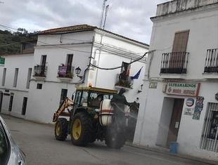 Cabeza la Vaca desinfectará esta tarde sus calles con el apoyo de los agricultores